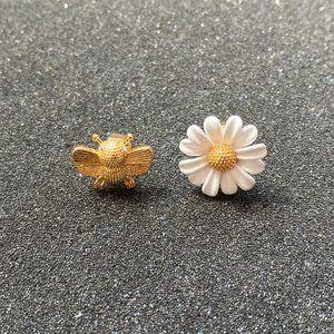 Kate Spade Little Daisy Bee Stud Earrings